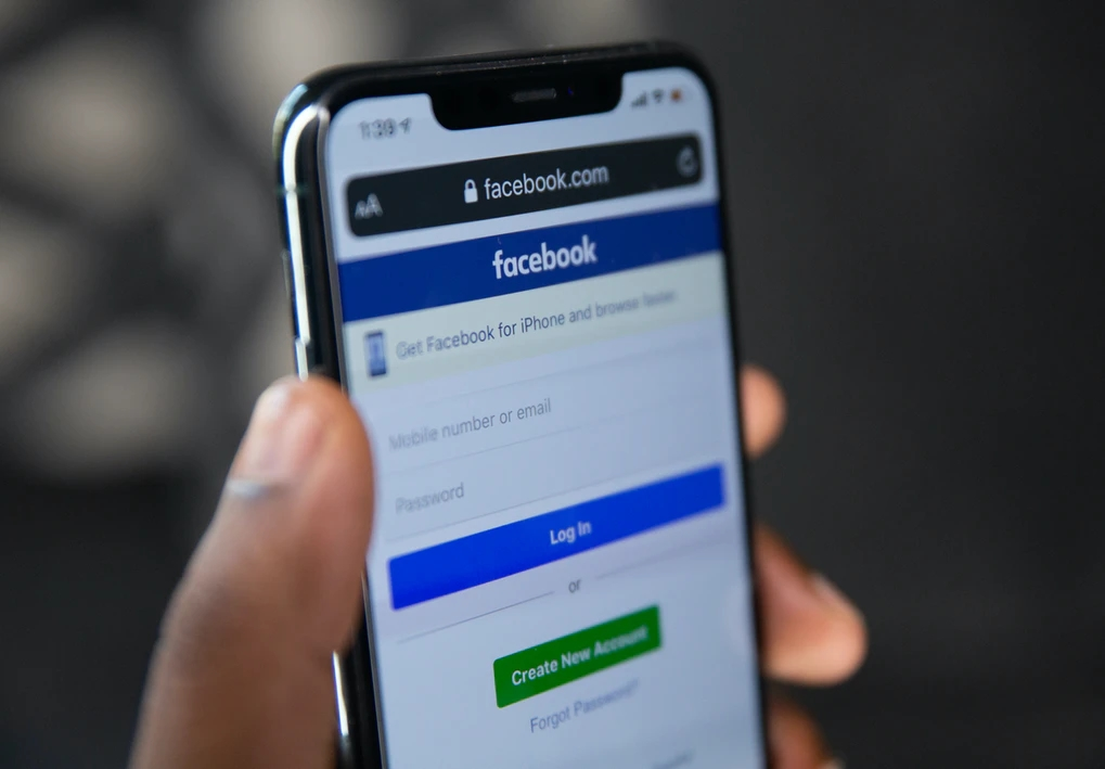 Facebook em smartphone