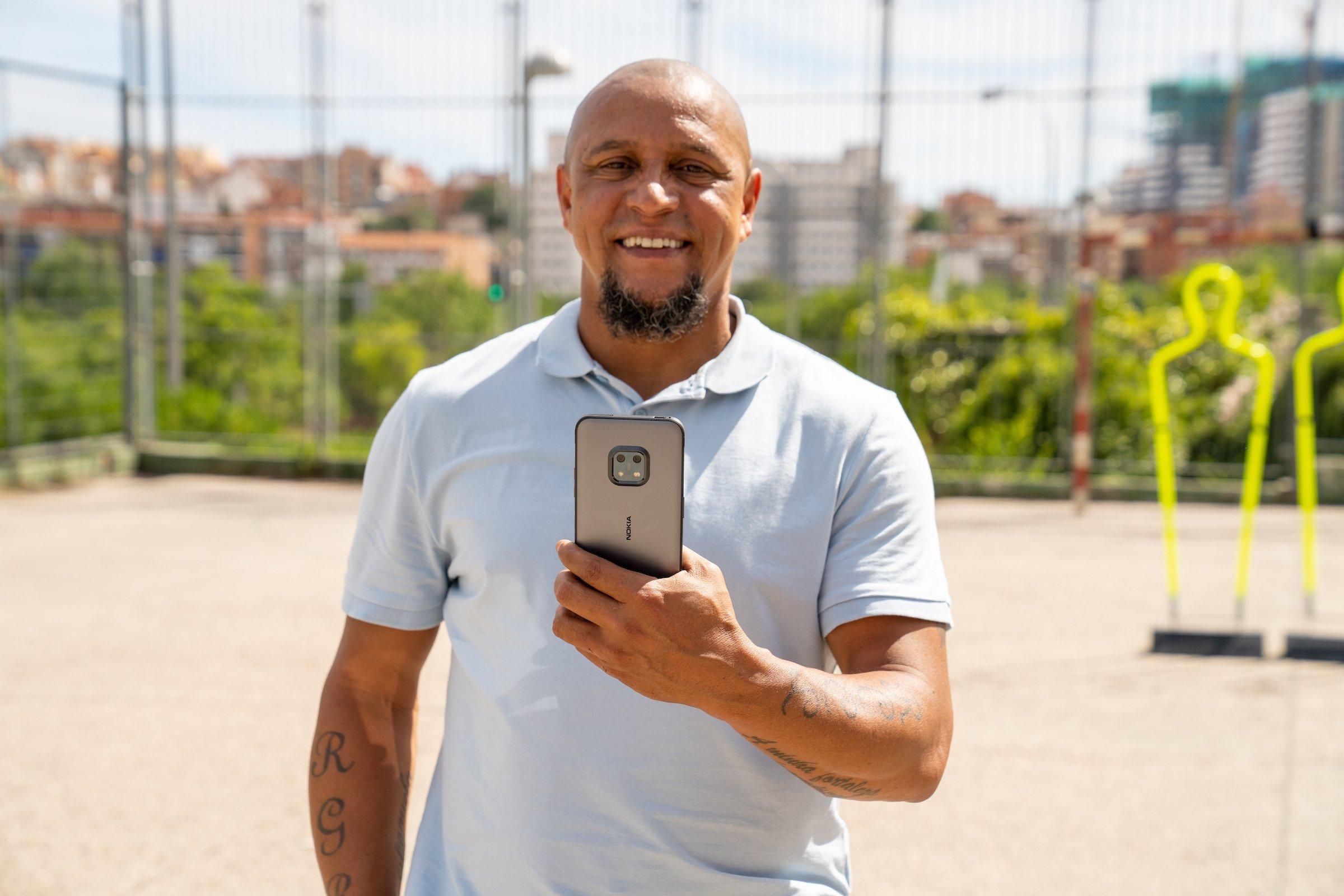 Nokia XR20 com roberto carlos