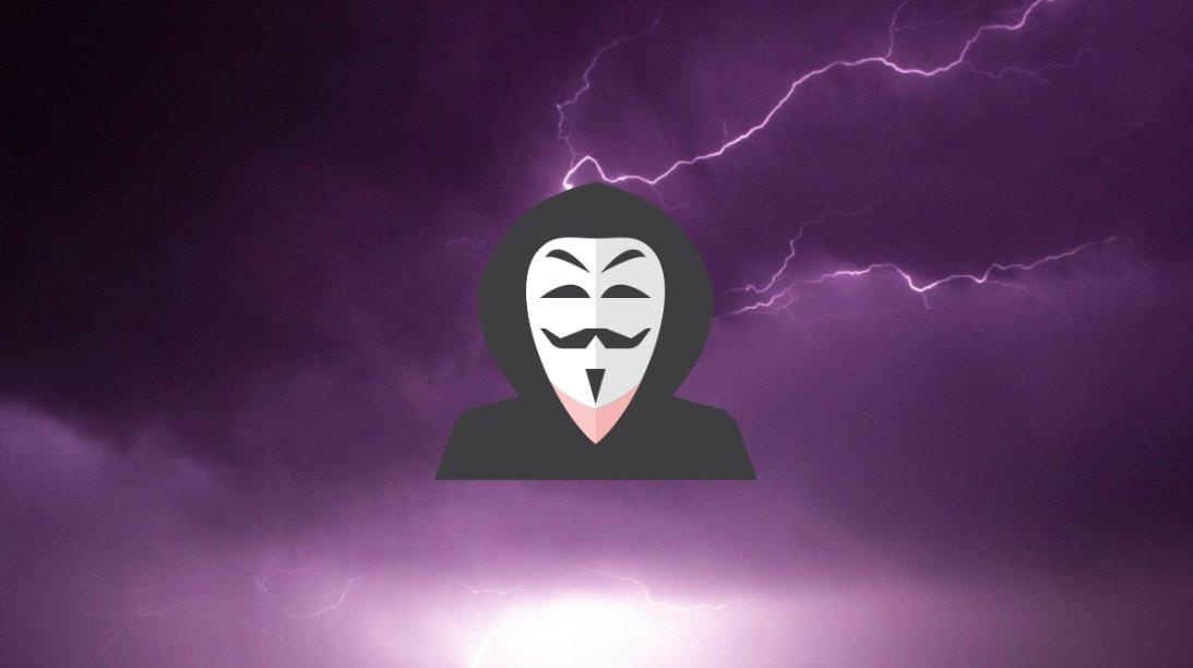 Hacker sobre fundo de eletricidade