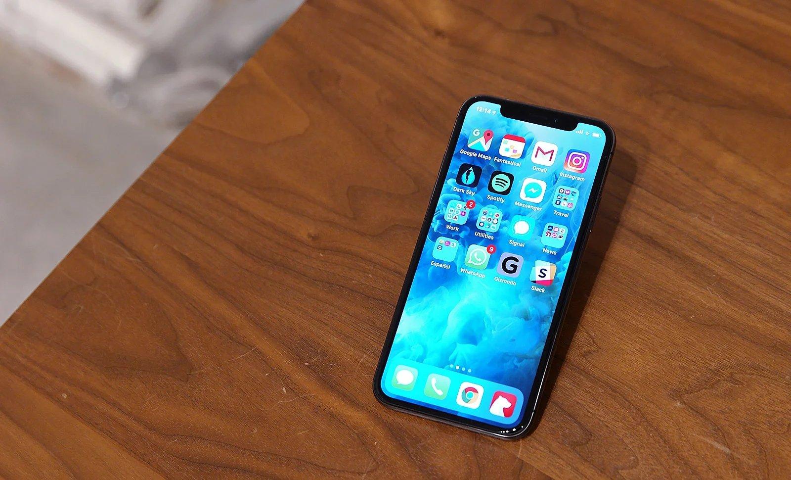 Apple iphone sobre uma mesa
