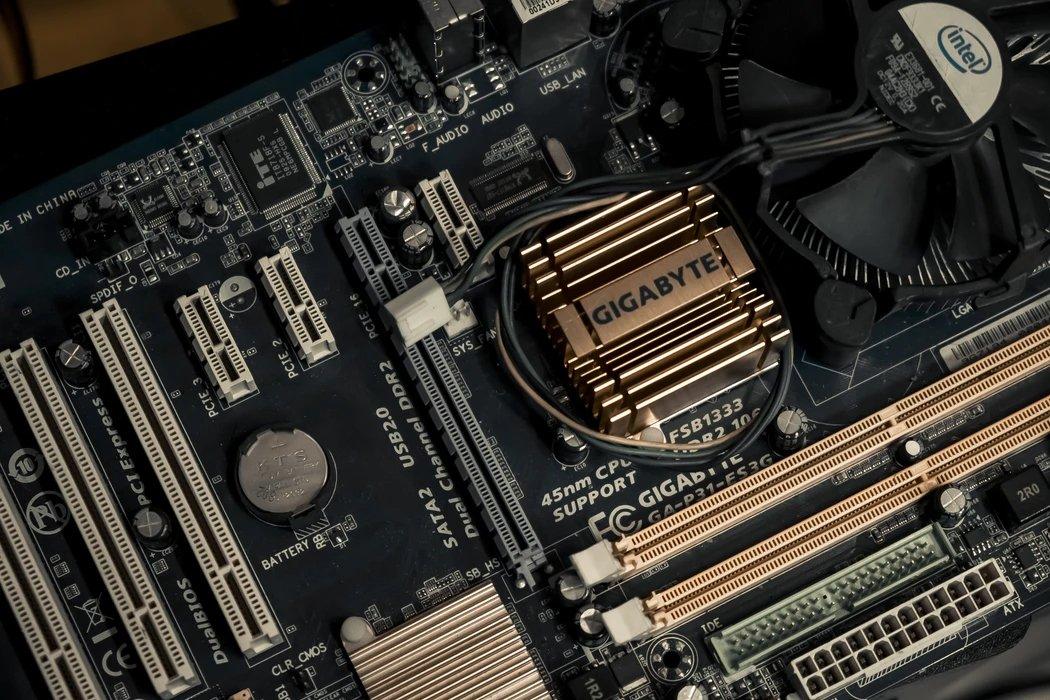 gigabyte motherboard antiga