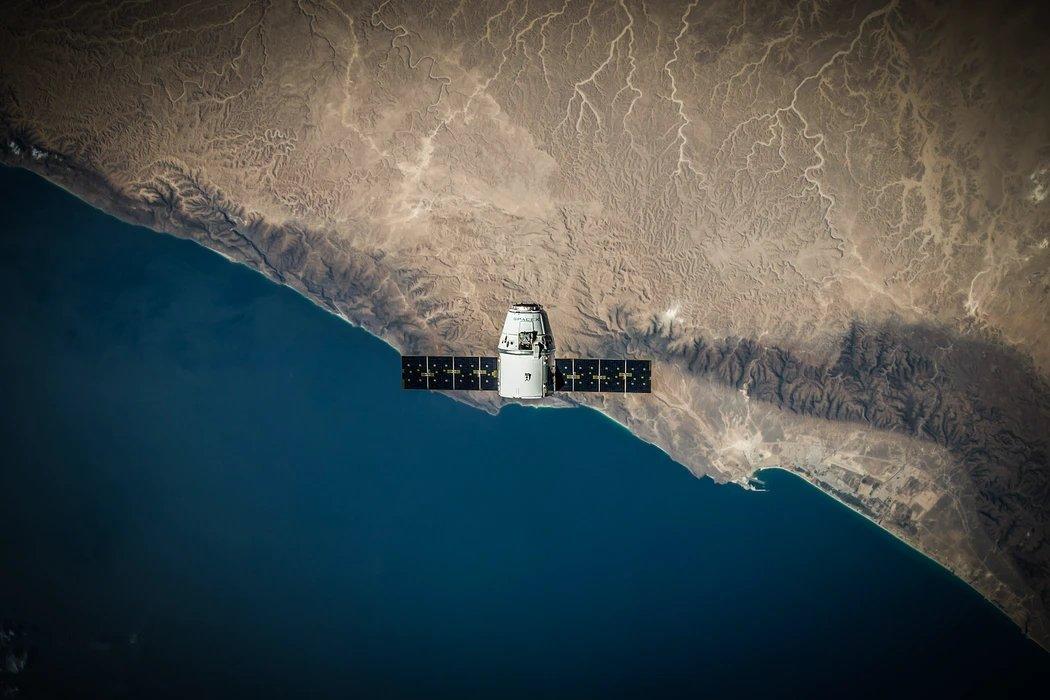 Satélite no espaço