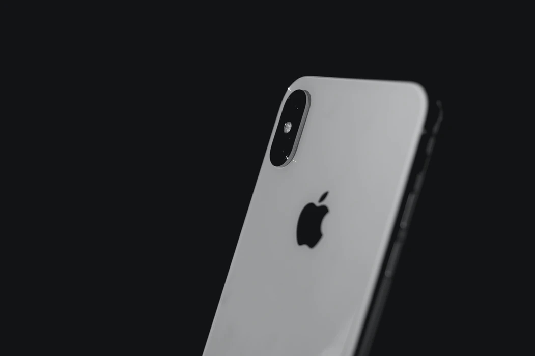 Apple iPhone com lateral visivel
