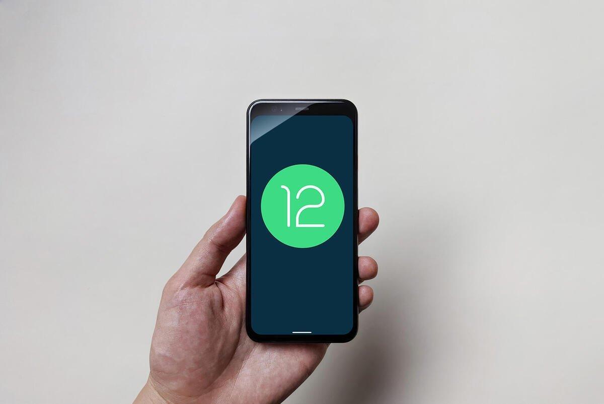 Smartphone com Android 12