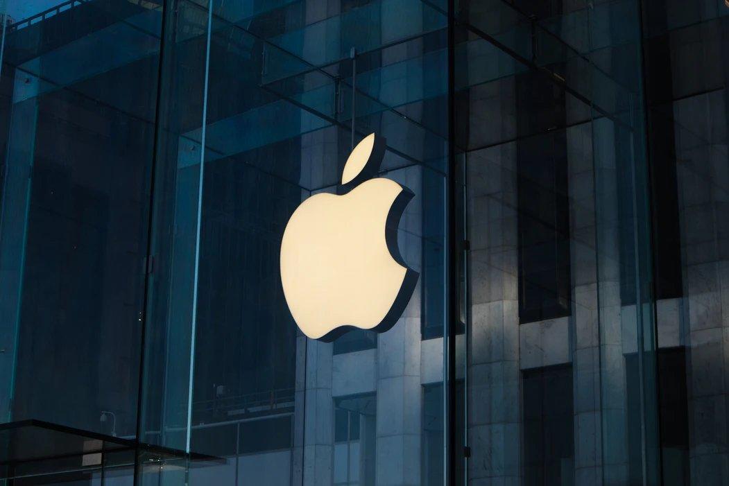 Apple logo da empresa na parede
