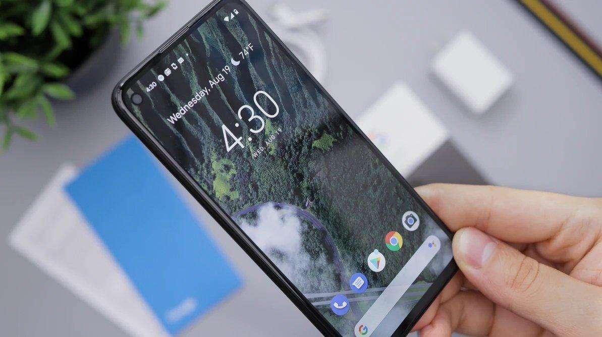 smartphone Android com o sistema ligado