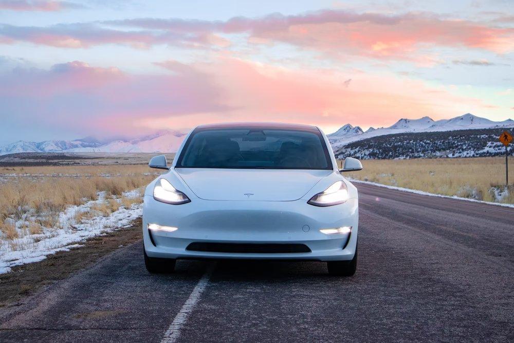 Tesla de frente