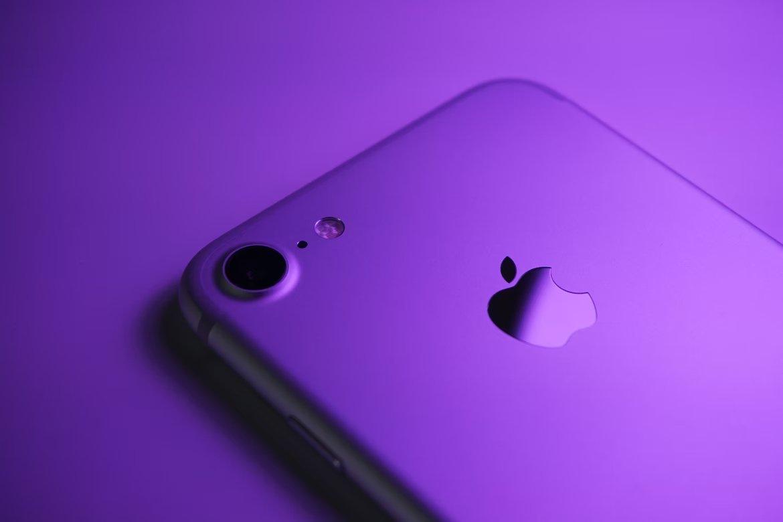 Apple logo em iPhone