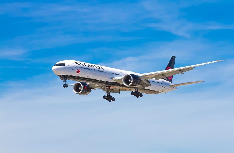 Avião no ar