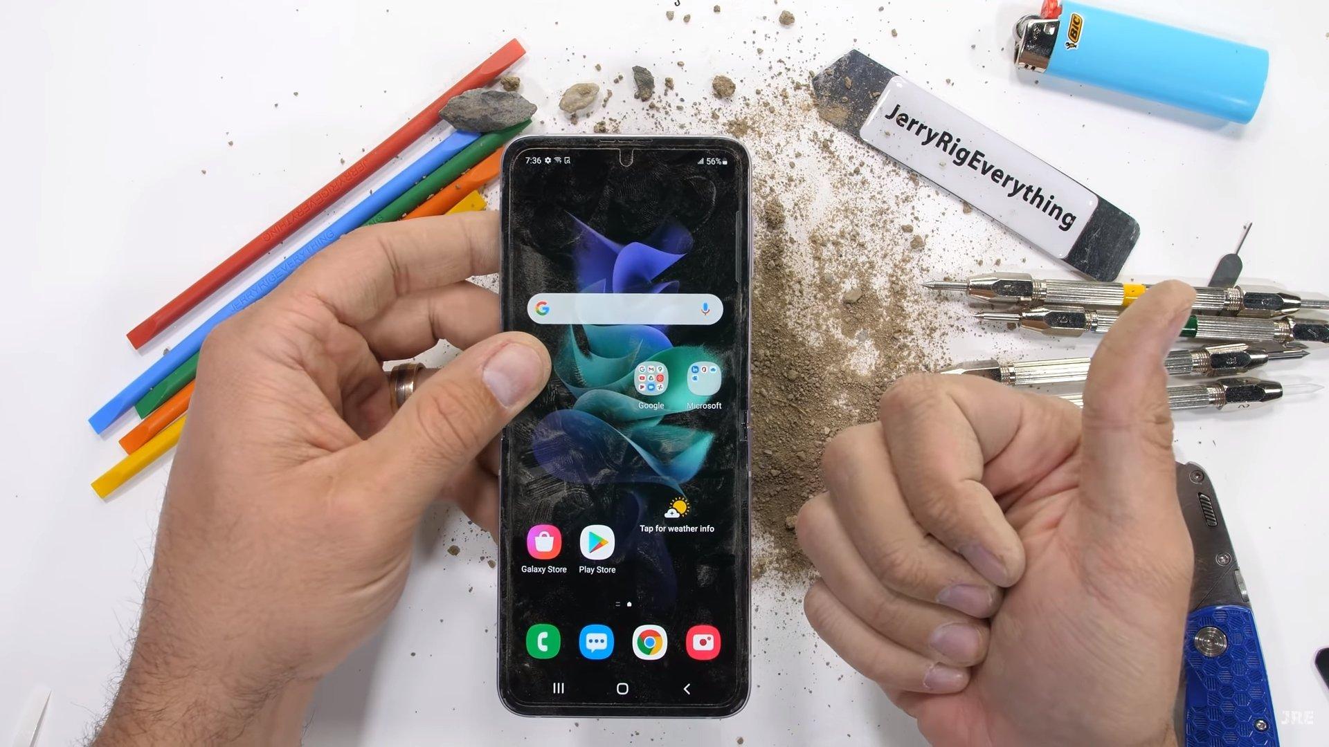 Samsung Galaxy Z Flip 3 JerryRigEverything