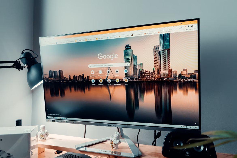 Google pesquisa em monitor