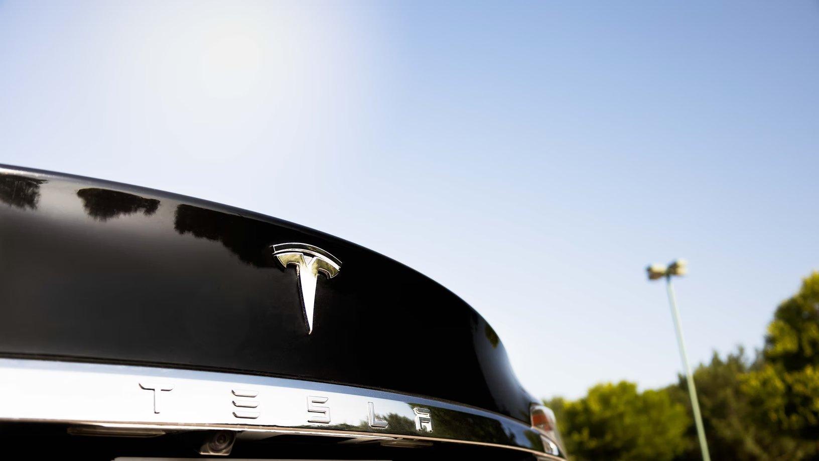 Tesla traseira