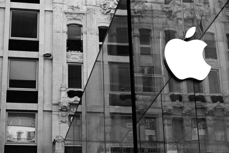 Apple logo em parede