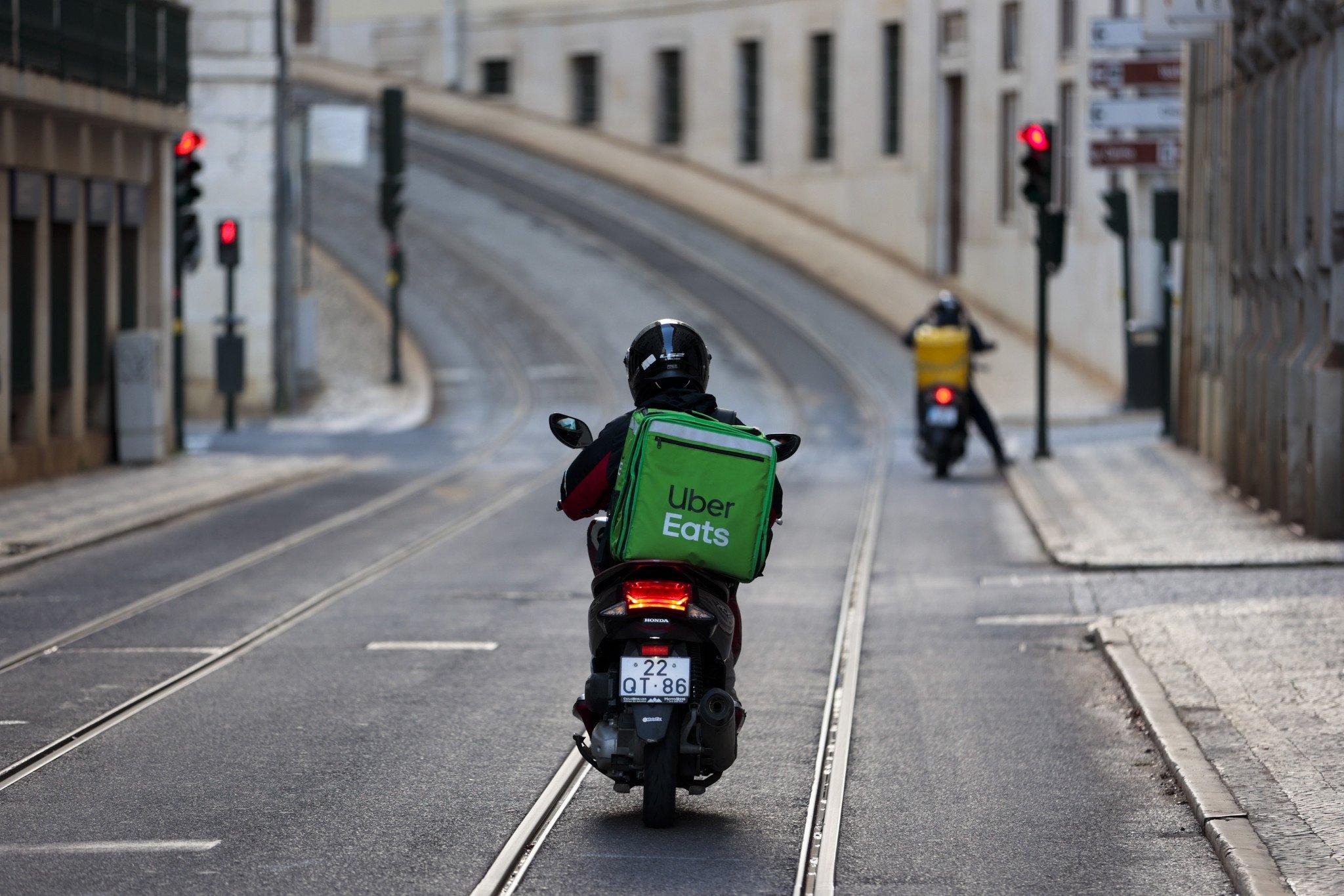 Uber Eats moto na estrada
